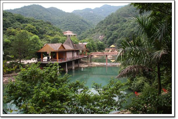 南昆三寨谷森林度假村