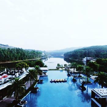 清远万科白天鹅酒店、鱼锅温泉、西班牙小镇屋顶摩天轮、美食直通车二天