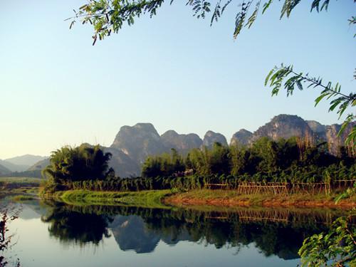 清远英西峰林老虎谷暗河漂流